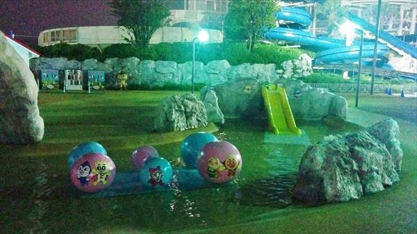 よみうりランドプールWAIのアンパンマンプールにある幼児向け遊具