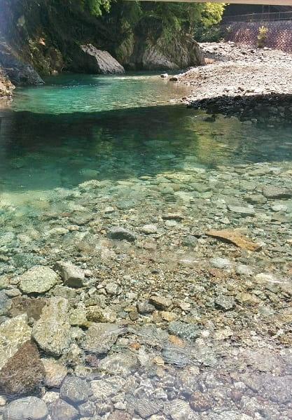 神之川キャンプ場の川遊びエリア