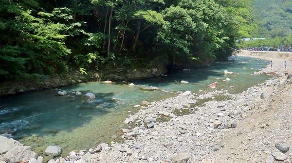 神之川キャンプ場のニジマス釣り場