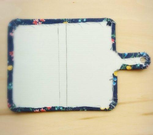 手作り手帳型スマホケースの作り方(布を張ったところ)