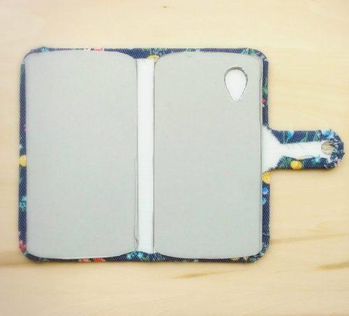 手作りの手帳型スマホケースの作り方(型紙を貼り合せる)
