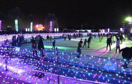 よみうりランドのスケートリンク。イルミネーションイベント「ジュエルミネーション」で美しく輝いている