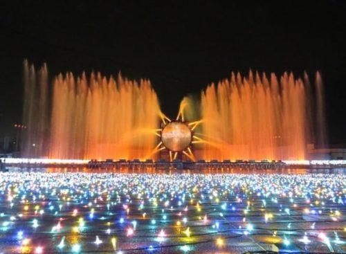 よみうりランドのイルミネーションイベント「ジュエルミネーション」で開催される噴水ショー「ラ・フォンテーヌ」のクリスマスバージョン