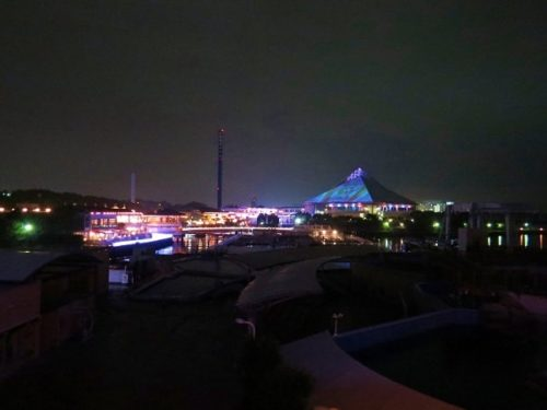 ホテルシーパラダイスイン客室から見える八景島シーパラダイスのイルミネーション
