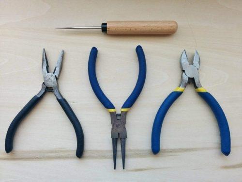 手作りピアスに使う道具類(目打ち、ラジオペンチ、丸ペンチ、ニッパー)