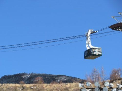 ピラタス蓼科スノーリゾートの100人乗れるロープウェイ