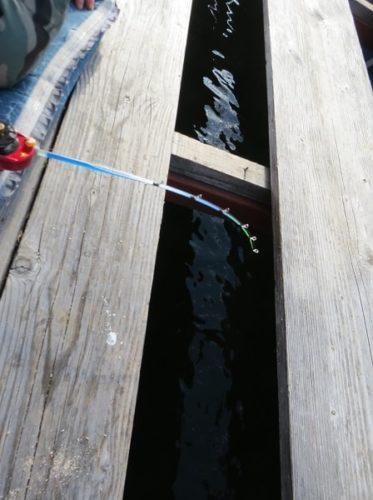 白樺湖のワカサギ釣り用ドーム桟橋内部の様子