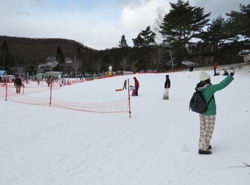 白樺リゾートのキッズゲレンデ「ポタスノーランド」の雪遊びとソリのエリア