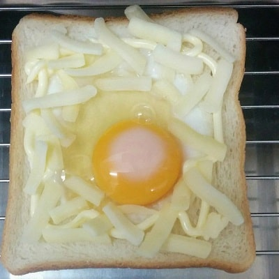 目玉焼きトーストの作り方「トースターで焼く」