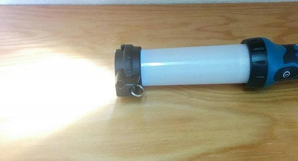 マキタ充電式LEDワークライトML807のサブLEDは懐中電灯のように一部を照らせる