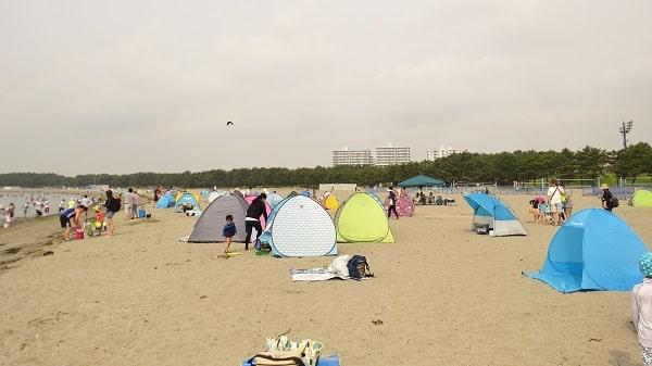 横浜「海の公園」の潮干狩り、朝8:20ころ(干潮時刻2時間前)の浜辺の様子