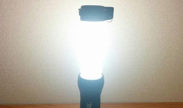 マキタ充電式LEDワークライトML807のメインLED20灯は1番明るいモードで、360度照らせる