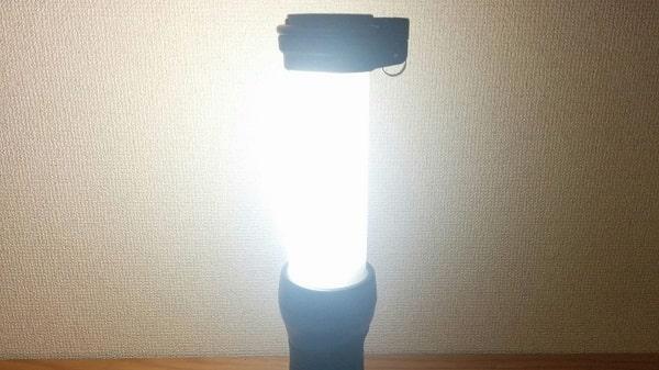 マキタ充電式LEDワークライトML807のメインLED10灯は前方180度を照らす