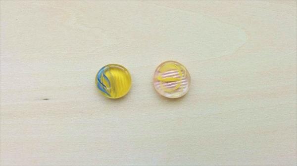 おはじきとレジンの和風ヘアピンの作り方3 ネイルポリッシュを塗ったところ
