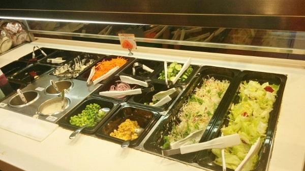 シェーキーズよみうりランド店の野菜がいっぱいサラダバー